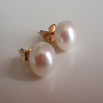Cream FW Studs - Gold base